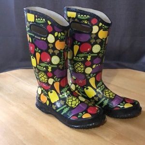 Hard to find Bogs Vegetable boots